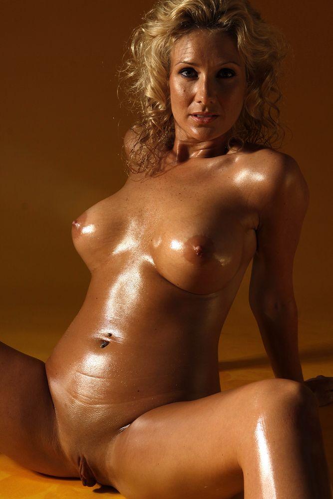 Подборка нежных сисек обнаженных женщин - порно фото