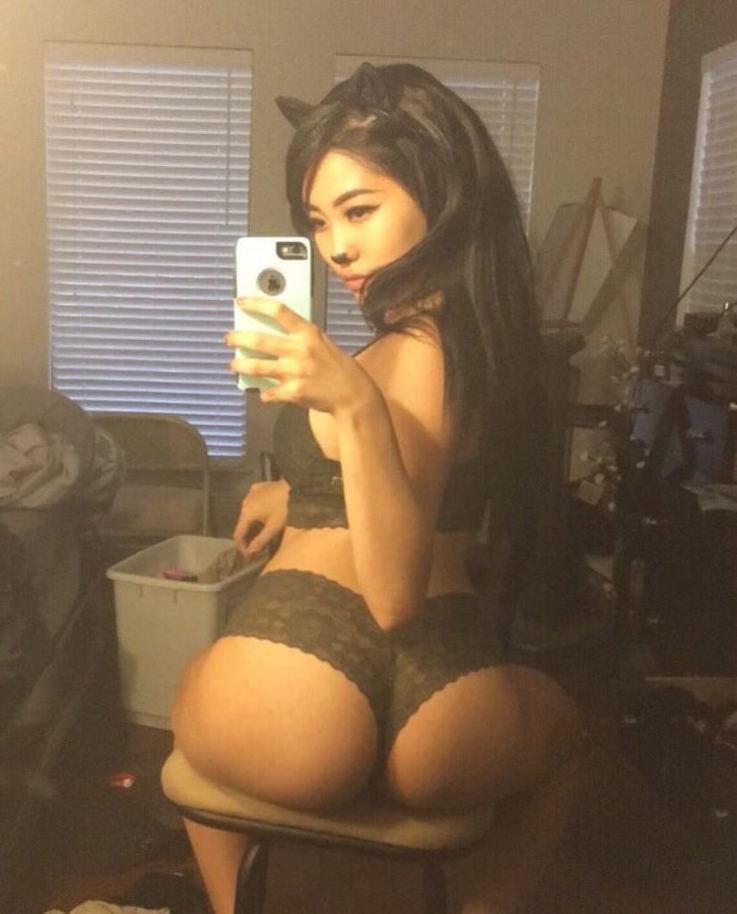 Силфи молодых любительниц с голыми сиськами у зеркала секс фото и порно фото