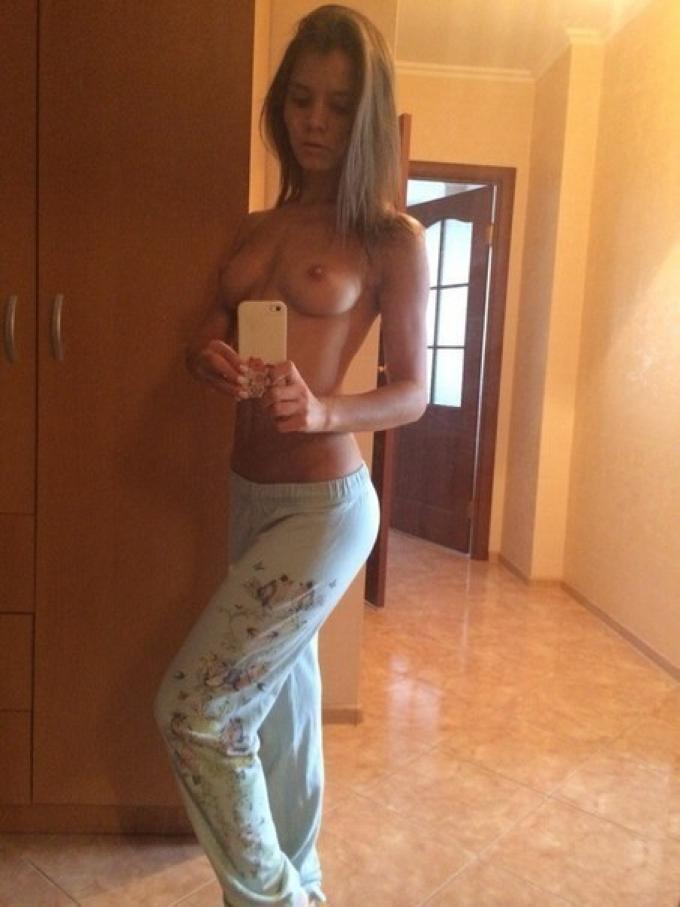 Подборка зеркальных эро селфи молодых девушек секс фото и порно фото