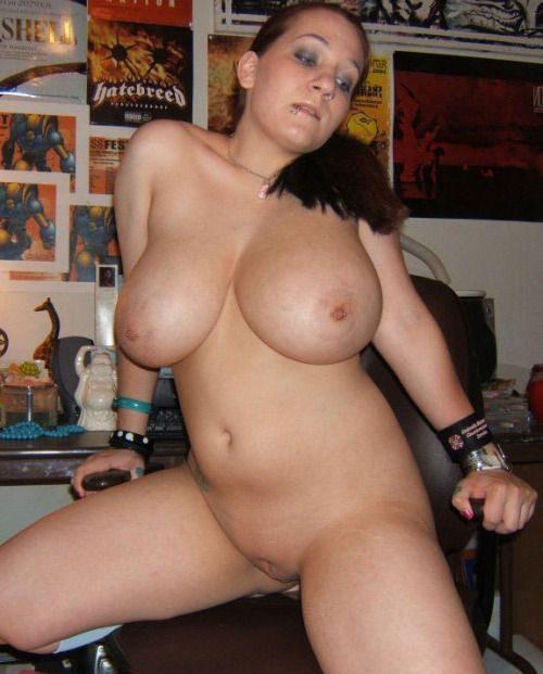 Голые пышечки делают селфи округлых попок и титек секс фото и порно фото