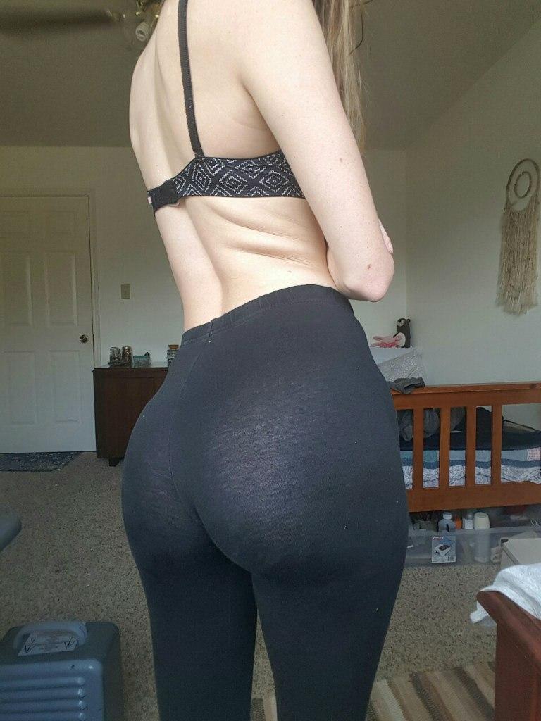 Домашние телочки виляют сочными попками перед камерой секс фото и порно фото