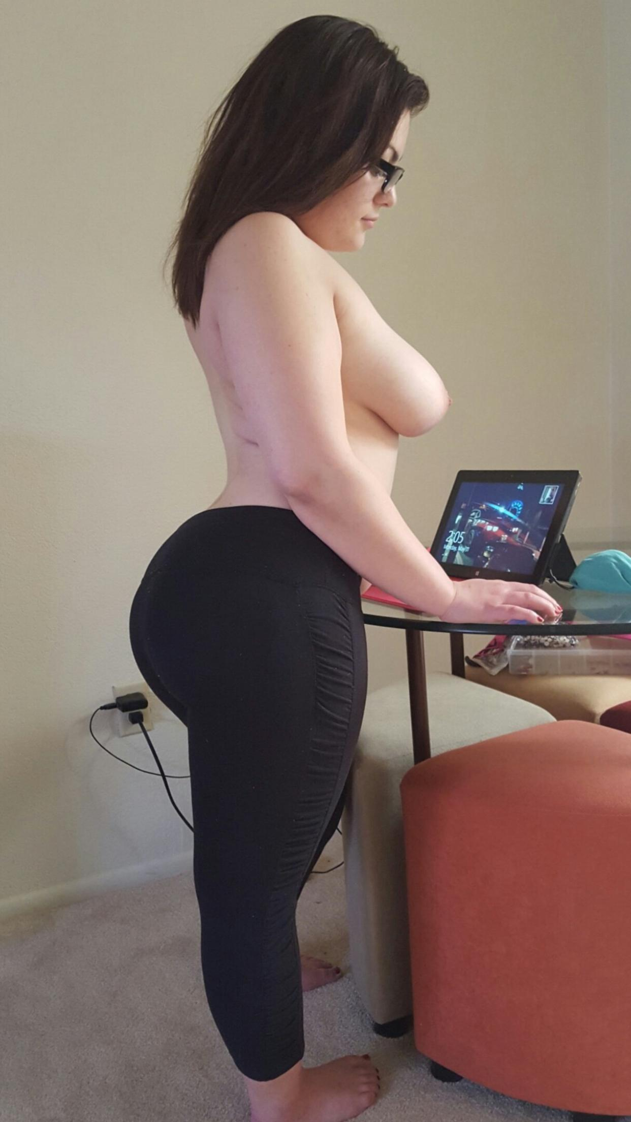 Домашние снимки горячих толстушек с большими буферами секс фото и порно фото