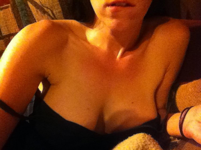 30летняя спортсменка хвастается крепкой попкой и кубиками на животе секс фото и порно фото