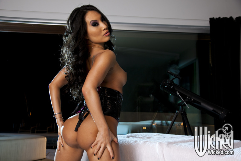 Азиатская милфа Аса Акира показала гладкую киску секс фото и порно фото
